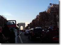シャンゼリゼも渋滞。